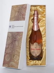 Игристое вино в картонном кашированном футляре с нанесением полноцветной печати. | Prowine