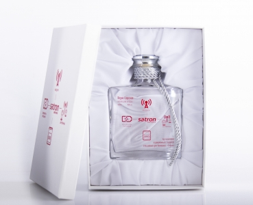 Подарочный набор. Водка Царская в дизайнерском графине с персонализацией | Prowine